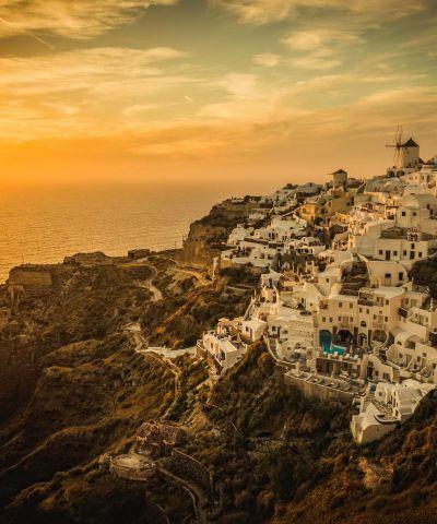 Αιγαίο πέλαγος ονομάζεται η θαλάσσια περιοχή της ανατολικής λεκάνης της Μεσογείου μεταξύ Α. Ελλάδας και Μ. Ασίας, αποκαλούμενη ενίοτε και Αρχιπέλαγος. Κρουζιέρα Εικόνες του Αιγαίου. Αποπλεύστε για τα όμορφαΕλληνικά νησιάκαι ανακαλύψτε τους ατέλιωτους θησαυρούς της Ελλάδας και της Τουρκίας. Μύκονος, Πάτμος, Έφεσσος, Ηράκλειο, Σαντορίνη.