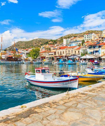 Il mar Egeo è un mare del mar Mediterraneo. L'Egeo è una delle nove regioni geografiche della Grecia. È suddiviso in due regioni amministrative, l'Egeo Settentrionale e l'Egeo Meridionale che a est confinano con la Turchia. L'Egeo bagna anche le coste occidentali della Turchia, suddivise amministrativamente in nove province che costituiscono la regione egea. Il mare era tradizionalmente conosciuto col nome di Arcipelago, nome con cui poi si indicarono le isole del mare ed in seguito passò ad indicare ogni gruppo di isole, dato che il mar Egeo è noto per la grande quantità di isole e arcipelaghi. Mykonos, Milos, Samos, Cesme.