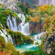 Η Κροατία είναι χώρα στη νότιο-ανατολική Ευρώπη και συνορεύει στα βόρεια με την Ουγγαρία και την Σλοβενία, στα ανατολικά με την Σερβία και τη Βοσνία-Ερζεγοβίνη, ενώ στη νότια άκρη της με το Μαυροβούνιο. Στο δυτικό της τμήμα βρέχεται από την Αδριατική θάλασσα η οποία αποτελεί έτσι τα φυσικά της σύνορα. Η πρωτεύουσά της είναι το Ζάγκρεμπ. Η Δαλματία είναι ιστορική περιοχή της ανατολικής Αδριατικής. Σήμερα είναι μία από τις τέσσερις ιστορικές περιοχές της Κροατίας και είναι μια στενή παραλιακή περιοχή, που εκτείνεται από το νησί Ραμπ στο βορρά μέχρι τον Κόλπο του Κότορ στο νότο. Το Βελιγράδι είναι η πρωτεύουσα και μεγαλύτερη πόλη της Σερβίας. Βρίσκεται στη συμβολή των ποταμών Σάβου και Δούναβη, εκεί όπου η πεδιάδα της Παννονίας συναντά τα Βαλκάνια.