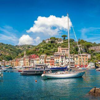 Κρουαζιέρες στη Δυτική Μεσόγειο, εκεί όπου η Ευρώπη συναντά τις βόρειες ακτές της Αφρικής και η Μεσόγειος τον Ατλαντικό, προσφέροντας κρουαζιέρες που συνδυάζουν τις ξεναγήσεις σε σύγχρονες μεγαλουπόλεις, τη γνωριμία με ιστορικά μνημεία και την ψυχαγωγία σε εντυπωσιακά νησιά και κοσμοπολίτικα παραθεριστικά κέντρα.