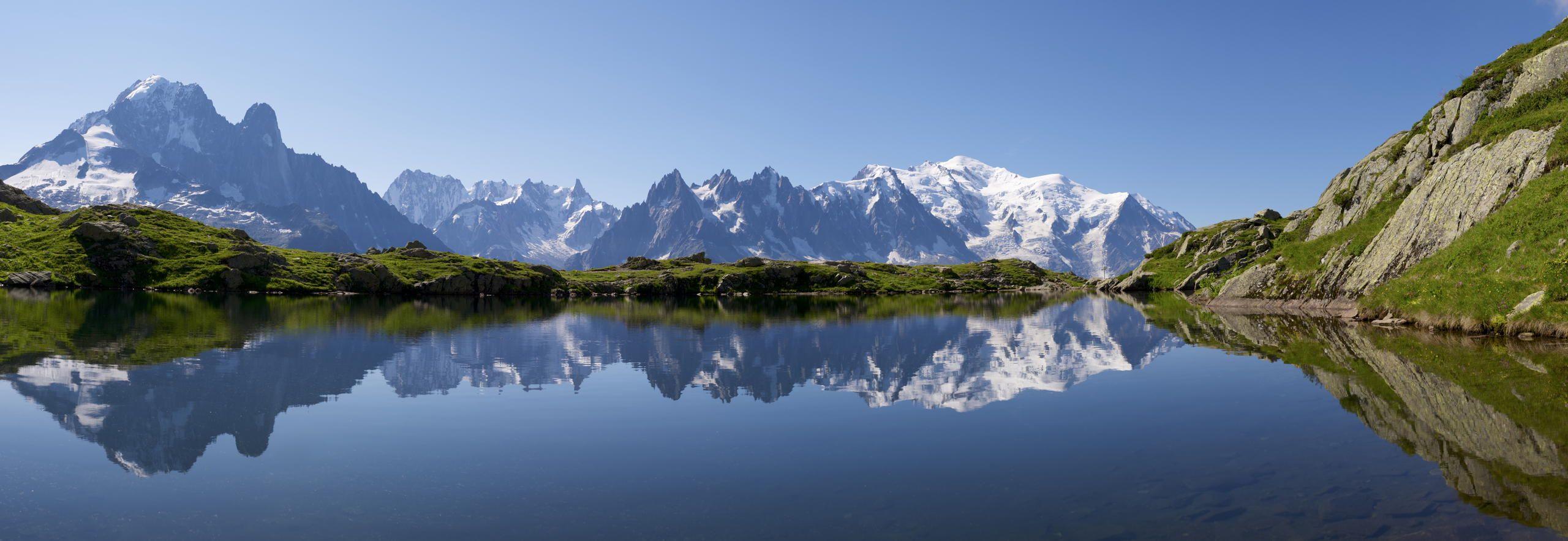 Οι Άλπεις είναι σύστημα οροσειρών στην Ευρώπη και εκτείνονται από την Αυστρία και την Σλοβενία στα ανατολικά, μέσω της Ιταλίας, της Ελβετίας, του Λίχτενσταϊν και της Γερμανίας έως την Γαλλία στα δυτικά. Η λέξη Άλπεις σημαίνει βουνά. Η ψηλότερη κορυφή των Άλπεων είναι το Μον Μπλαν (Mont Blanc).