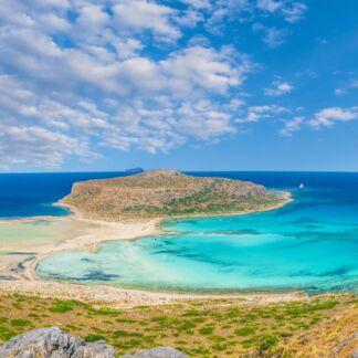 La Gramvousa è un arcipelago costituito da due piccole isole disabitate e altri scogli, poco lontano dal lungo promontorio-penisola di Corico, nella punta più nord occidentale dell'isola di Creta, nell'unità periferica de La Canea, nel comune di Kissamos. Le due isole di Grabusa potrebbero essere le omeriche Korikies e di conseguenza, se questo fosse vero, Imeri Grabusa sarebbe l'isola di Eolos citata nell'Odissea. La laguna di Balos è una laguna separata dall'omonima baia da una lingua di sabbia che unisce il promontorio di Corico a Capo Tigani, nella parte più nord-occidentale dell'isola di Creta, in Grecia. Il territorio appartiene al comune di Kissamos nell'unità periferica di Chania.