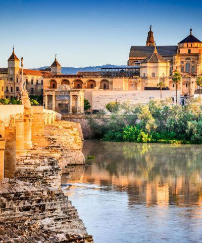 Η Μαδρίτη είναι η πρωτεύουσα και μεγαλύτερη πόλη της Ισπανίας.