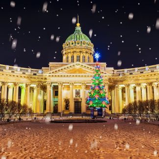 Η Μόσχα είναι η πρωτεύουσα της Ρωσίας. Η Μόσχα, είναι η μεγαλύτερη πόλη της Ρωσικής Ομοσπονδίας και της Ευρώπης. Βρίσκεται στις όχθες του ποταμού Μόσχοβα, παραποτάμου του Βόλγα, στο δυτικό μέρος της χώρας. Η Αγία Πετρούπολη, είναι η δεύτερη μεγαλύτερη πόλη και πολιτιστική πρωτεύουσα της Ρωσίας. Βρίσκεται στη βορειοδυτική Ρωσία και πολύ κοντά στα σύνορα με τη Φινλανδία, στο σημείο που ο ποταμός Νέβας εκβάλλει στη Βαλτική Θάλασσα.