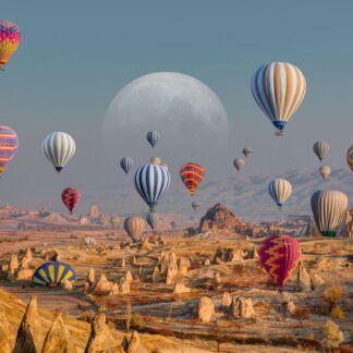 Η Σμύρνη, είναι η τρίτη μεγαλύτερη πόλη της Τουρκίας, μετά την Κωνσταντινούπολη και την Άγκυρα και ο σημαντικότερος εισαγωγικός και εξαγωγικός εμπορικός λιμένας της Τουρκίας. Βρίσκεται στον ανατολικό μυχό του ομώνυμου Κόλπου της Σμύρνης, έναντι της νήσου Χίου, στα κεντρικά τουρκικά παράλια του Αιγαίου πελάγους. Η Καππαδοκία, Αρχαία Ελληνική λέξη που προέρχεται από το Περσικό Κατπατούκα και σημαίνει «η χώρα των όμορφων αλόγων», είναι μία από τις μεγαλύτερες περιοχές της ανατολικής Μικράς Ασίας. Σήμερα το έδαφός της ανήκει σε πέντε τουρκικές επαρχίες: Καισάρειας, Νίγδης, Κιρ-Σεχίρ, Ακσαράι, Νεβσεχίρ. Η Κωνσταντινούπολη, είναι η μεγαλύτερη πόλη της Τουρκίας, αποτελώντας το οικονομικό, πολιτιστικό και ιστορικό κέντρο της χώρας. Η Κωνσταντινούπολη είναι διηπειρωτική πόλη στην Ευρασία, με το ιστορικό και εμπορικό κέντρο να βρίσκεται στην ευρωπαϊκή πλευρά και περίπου το ένα τρίτο του πληθυσμού να ζει στην ασιατική πλευρά της Ευρασίας. Η Κωνσταντινούπολη, υπήρξε το κέντρο του ελληνικού στοιχείου για περισσότερα από χίλια χρόνια, καθώς διετέλεσε πρωτεύουσα της Βυζαντινής Αυτοκρατορίας. Μην ξεχνάτε ότι εκεί βρίσκεται η έδρα του Οικουμενικού Ορθόδοξου Πατριαρχείου.