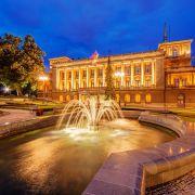 Το Βελιγράδι, η Λευκή Πόλη, είναι η πρωτεύουσα της Σερβίας. Βρίσκεται στη συμβολή των ποταμών Σάβου και Δούναβη, εκεί όπου η πεδιάδα της Παννονίας συναντά τα Βαλκάνια. Εδώ στο Βελιγράδι αναπτύχθηκε ένας από τους σημαντικότερους προϊστορικούς πολιτισμούς της Ευρώπης, ο Πολιτισμός Βίντσα.