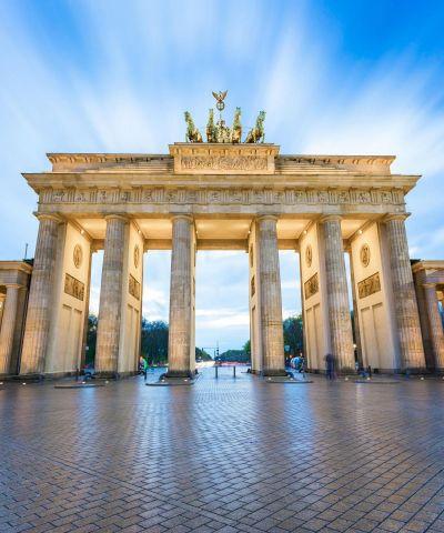 Το Βερολίνο είναι η πρωτεύουσα και η μεγαλύτερη σε έκταση και πληθυσμό πόλη της Γερμανίας.