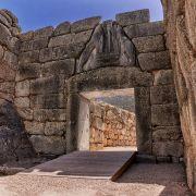 Οι Μυκήνες, ήταν το βασίλειο του πολεμοχαρή Αγαμέμνονα και θεωρείται το πλουσιότερο ανακτορικό κέντρο της μετά του Χαλκού εποχής στην Ελλάδα.