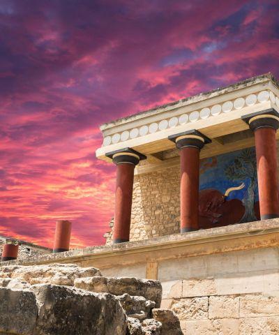 Η Κρήτη είναι το μεγαλύτερο και πολυπληθέστερο νησί της Ελλάδας. Οι 4 κύριες πόλεις της Κρήτης είναι: το Ηράκλιο (πρωτεύουσα του νησιού), τα Χανιά, το Ρέθυμνο και ο Άγιος Νικόλαος. Αποτελεί σημαντικό μέρος της οικονομίας και της πολιτισμικής κληρονομιάς της χώρας μας, διατηρώντας τα δικά της πολιτισμικά στοιχεία. Εκεί άκμασε ο Μινωικός πολιτισμός, ένας από τους πρώτους πολιτισμούς της Ευρώπης, με κυριότερους πυρήνες του την Κνωσό, τη Φαιστό, τα Μάλια, τη Ζάκρο και τα Γουρνιά όπου βρέθηκαν ανακτορικά συγκροτήματα. Η Ορθόδοξη Εκκλησία της Κρήτης είναι ημιαυτόνομη απαρτίζεται από την Αρχιεπισκοπή Κρήτης και οκτώ Μητροπόλεις και είναι εξαρτάται από το Οικουμενικό Πατριαρχείο της Κωνσταντινούπολης.