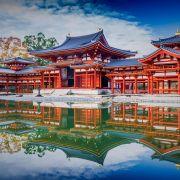 Η Ιαπωνία, γνωστή επίσης ως Χώρα του Ανατέλλοντος Ηλίου, εκτείνεται σε μεγάλο μέρος του Ιαπωνικού Αρχιπελάγους, στο βορειοδυτικό Ειρηνικό ωκεανό και κατά μήκος των ακτών της Ρωσίας και της Κορέας. Αποτελείται από τέσσερα μεγάλα νησιά, Χοκκάιντο, Σικόκου, Κιούσου και Χονσού, τα οποία συνοδεύονται επίσης από χιλιάδες μικρότερα, εκ των οποίων τα περισσότερα είναι ορεινά και ηφαιστειακά· για παράδειγμα η ψηλότερη κορυφή της Ιαπωνίας, το όρος Φούτζι, είναι ηφαίστειο. Η μεγαλύτερη πόλη της Ιαπωνίας και εκ των πραγμάτων πρωτεύουσα είναι το Τόκιο, με μεγάλη οικονομική δύναμη και είναι και η μεγαλύτερη Μητροπολιτική Περιοχή στον κόσμο.