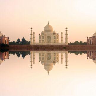 Το Δελχί είναι η μεγαλύτερη μητρόπολη στην Ινδία από άποψη έκτασης και δεύτερη μεγαλύτερη από άποψη πληθυσμού, μετά το Μουμπάι. Είναι η όγδοη μεγαλύτερη πόλη του κόσμου. H Άγκρα ειναι πόλη της Βόρειας Ινδίας, στην πολιτεία Ούταρ Πραντές. Βρίσκεται στην πεδιάδα του Γάγγη και βρίσκεται σε εμπορικό σταυροδρόμι μεταξύ των ομόσπονδων πολιτειών Ούταρ Πραντές και Ράτζασταν και γρήγορα αναπτύχθηκε σε οικονομικό κέντρο. Η πόλη Τζαϊπούρ, είναι η πρωτεύουσα του κρατιδίου Ρατζαστάν στην Ινδία και είναι γνωστή και ως η Ροζ πόλη.