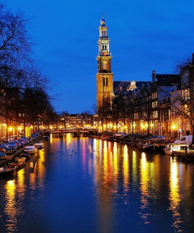 H Benelux ήταν μια οικονομική ένωση στη δυτική Ευρώπη που περιελάμβανε τρεις γειτονικές χώρες, το Βέλγιο, την Ολλανδία και το Λουξεμβούργο. Το όνομα διαμορφώθηκε από την αρχή του ονόματος της κάθε χώρας-μέλους, και δημιουργήθηκε για την τελωνειακή ένωση της Μπενελούξ, αλλά χρησιμοποιείται τώρα με έναν γενικότερο τρόπο.