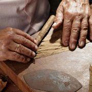 Η Δημοκρατία της Κούβας είναι νησιωτικό κράτος της Καραϊβικής που αποτελείται από το ομώνυμο νησί, την Ίσλα δε λα Χουβεντούδ, καθώς και μικρότερα νησιά. Η Κούβα είναι ένας συνδυασμός αποικιακού μπαρόκ, όπου ανακατεύεται με το άρωμα των πούρων τυλιγμένων στο χέρι, με το παλαιωμένο ρούμι και τους ρυθμούς της salsa.