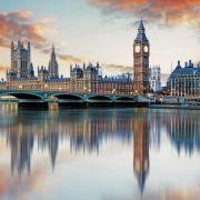 Το Λονδίνο είναι η πρωτεύουσα του Ηνωμένου Βασιλείου, όπως και της Αγγλίας. Επί δύο χιλιετίες ήταν σημαντικός οικισμός. Το Λονδίνο παραμένει πρωταγωνιστής σε σπουδαία κινήματα, φαινόμενα της παγκόσμιας ιστορίας, όπως η Βιομηχανική Επανάσταση και η Αναγέννηση της Γοτθικής Αρχιτεκτονικής. Αποτελεί μεγάλο επιχειρηματικό, χρηματοοικονομικό και πολιτιστικό κέντρο. Η επίδραση του Λονδίνου στην πολιτική, στην εκπαίδευση, στα ΜΜΕ, στη μόδα και στις τέχνες, συνετέλεσαν στο να θεωρείται ως σημαντική παγκόσμια πόλη. Η πόλη είναι από τους πλέον δημοφιλείς τουριστικούς προορισμούς στον κόσμο και εξαιτίας της οικονομικής ανάπτυξης η δημοφιλία της αυξήθηκε τα τελευταία χρόνια.