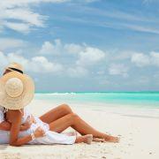 Οι Μαλδίβες είναι νησιωτική χώρα που συγκροτείται από ατόλες στον Ινδικό ωκεανό. Οι Μαλδίβες, τα