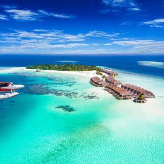 """Οι Μαλδίβες είναι νησιωτική χώρα που συγκροτείται από ατόλες στον Ινδικό ωκεανό. Οι Μαλδίβες, τα """"πολύτιμα πετράδια"""" του Ινδικού ωκεανού, είναι ο απόλυτος προορισμός, για την ιδανική απόδρασή σας."""