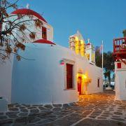 Η Μύκονος, το ξακουστό νησί των ανέμων, είναι νησί του Αιγαίου Πελάγους και ανήκει στις Κυκλάδες. Η Μύκονος, είναι ένα από τα πιο γνωστά νησιά του Αιγαίου, λόγω της λαμπερής και κοσμοπολίτικης ζωής καθώς και των πανέμορφων παραλιών της.
