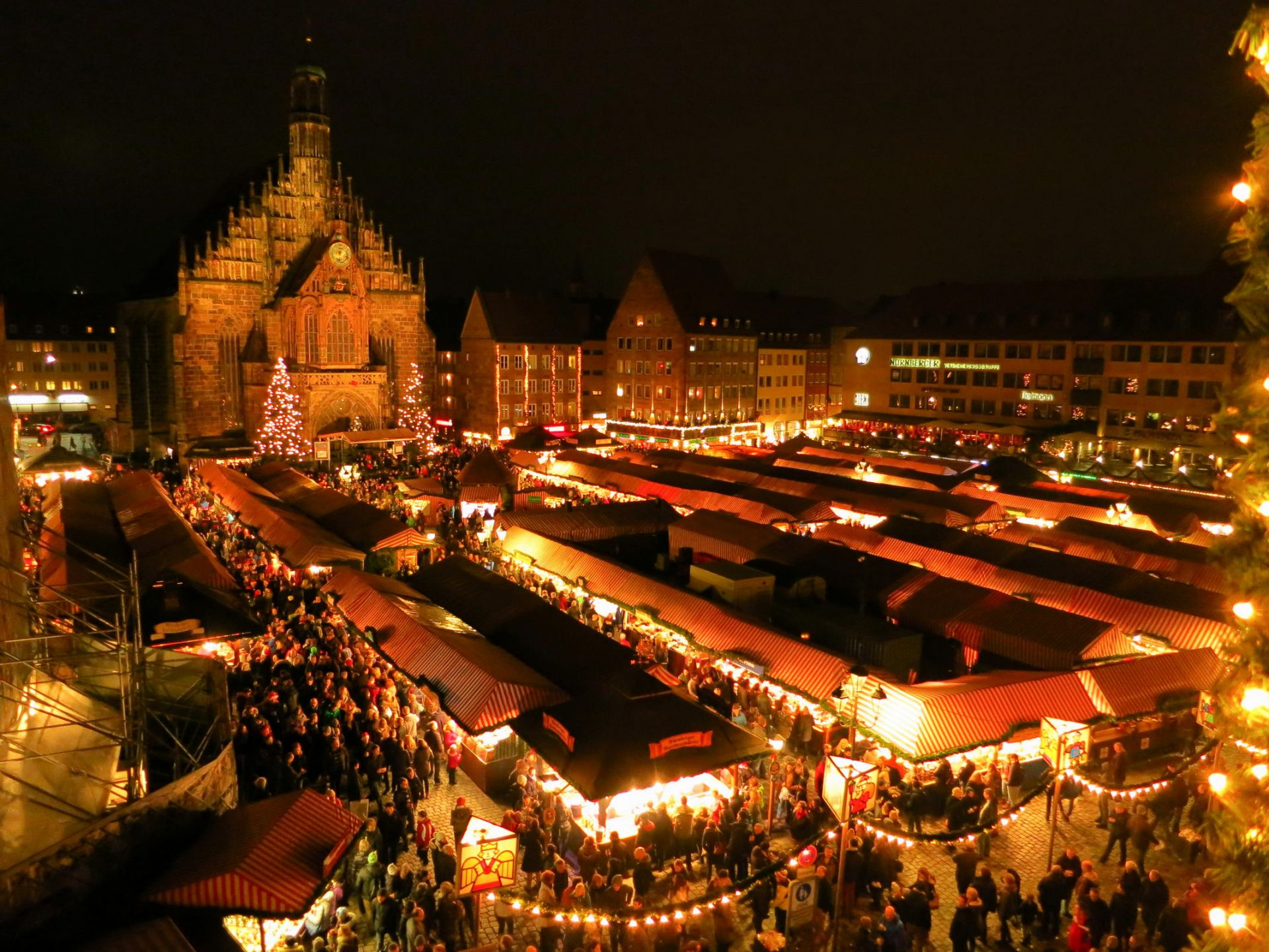 Η Νυρεμβέργη είναι πόλη της Ομοσπονδιακής Δημοκρατίας της Γερμανίας στο ομόσπονδο κρατίδιο της Βαυαρίας και βρίσκεται στην κοιλάδα του ποταμού Πέγκνιτς. Το πολιτιστικό άνθισμα της Νυρεμβέργης κατά το 15ο και το 16ο αιώνα την έκανε το κέντρο της Γερμανικής Αναγέννησης.