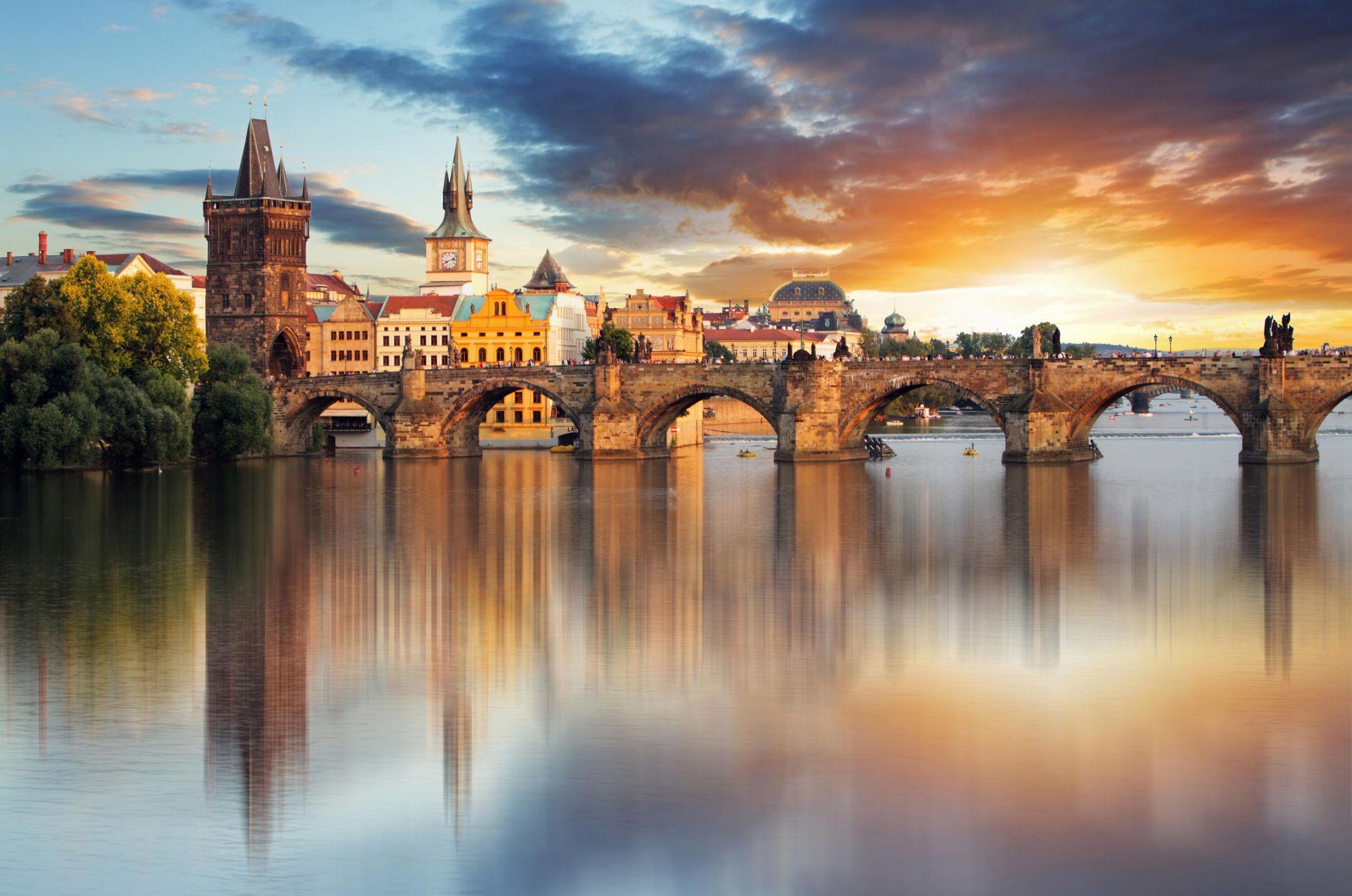 Η Πράγα είναι η πρωτεύουσα και μεγαλύτερη πόλη της Τσεχίας. Χτισμένη στον ποταμό Μολδάβα (Vltava), στην κεντρική Βοημία. Αποκαλείται επίσης «η χρυσή πόλη» και «η μητέρα των πόλεων». Από το 1992, το ιστορικό κέντρο της Πράγας ανήκει στον κατάλογο μνημείων παγκόσμιας κληρονομιάς της UNESCO. Σύμφωνα με το θρύλο, η Πράγα ιδρύθηκε από την Πριγκίπισσα Λιμπούσε και το σύζυγό της, Πρέμυσλ, ιδρυτή της ομώνυμης δυναστείας. Σύντομα, η πόλη έγινε έδρα των Βασιλέων της Βοημίας και σημαντικότατο εμπορικό κέντρο για όλη την Ευρώπη.