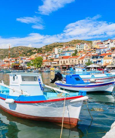 Αιγαίο πέλαγος ονομάζεται η θαλάσσια περιοχή της ανατολικής λεκάνης της Μεσογείου μεταξύ Α. Ελλάδας και Μ. Ασίας, αποκαλούμενη ενίοτε και Αρχιπέλαγος. Κρουζιέρα Ειδυλλιακό Αιγαίο. Αποπλεύστε για τα όμορφαΕλληνικά νησιάκαι ανακαλύψτε τους ατέλιωτους θησαυρούς της Ελλάδας και της Τουρκίας. Μύκονος, Κουσάντασι, Σάμος, Μήλος.