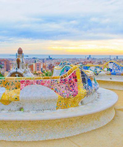 Η Βαρκελώνη (στα καταλανικά και τα ισπανικά Barcelona, - Μπαρσελόνα και Μπαρθελόνα αντίστοιχα) είναι πόλη της Ισπανίας, πρωτεύουσα της Αυτοδιοικούμενης Περιφέρειας της Καταλωνίας.