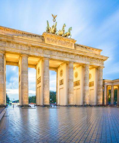 Το Βερολίνο είναι η πρωτεύουσα και η μεγαλύτερη σε έκταση και πληθυσμό πόλη της Γερμανίας. Το Βερολίνο αποτελεί σημαντικό κόμβο συγκοινωνιών όπως και οικονομικό και πολιτισμικό κέντρο με πολυάριθμα πανεπιστήμια, ερευνητικά ιδρύματα, θέατρα, μουσεία και αρχιτεκτονικά μνημεία.